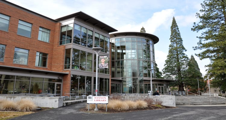 50-amazing-libraries-hannon-library-southern-oregon