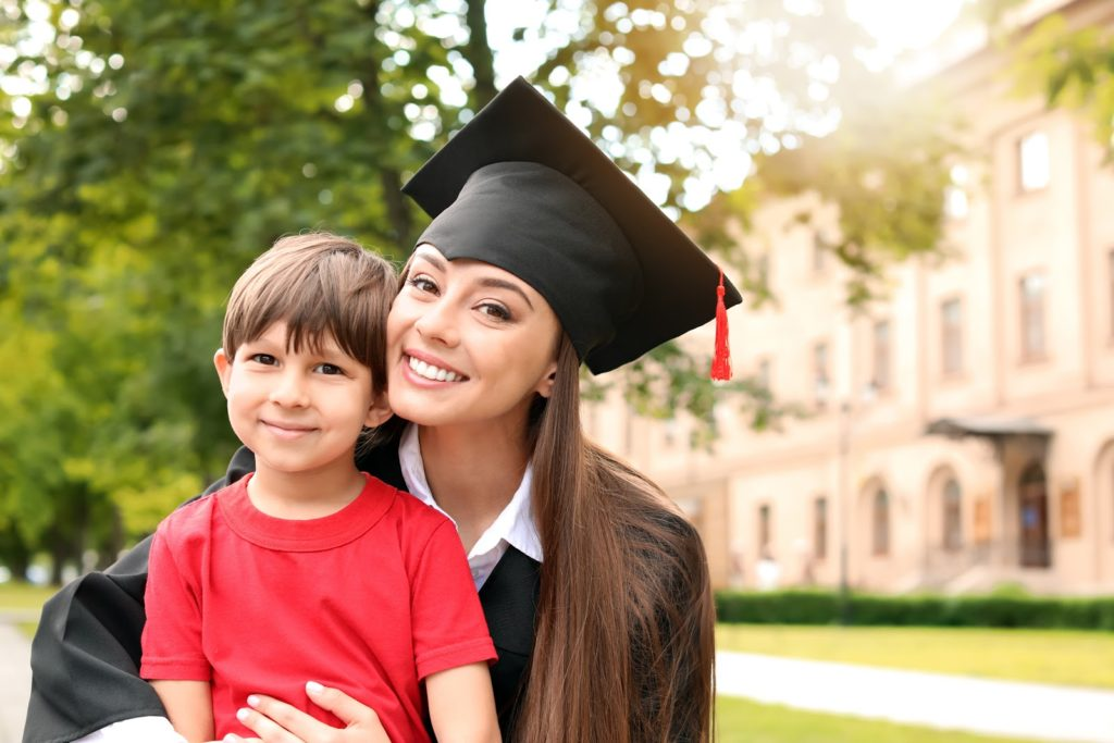 scholarships for single moms gradudation day with kid
